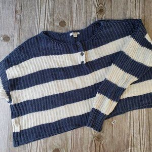 F451- Pre-Loved - American Eagle Cropped Navy/Whit